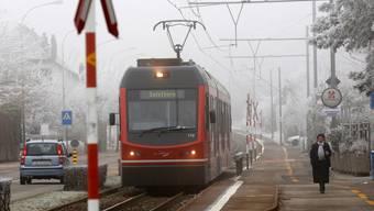 Weil die Fahrleitungen vereist sind, können die Züge der asm nicht fahren. (Archiv)