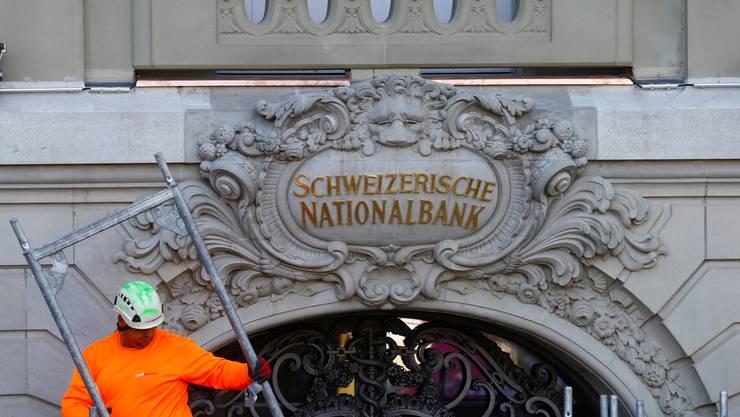 Morgen blickt die Finanzwelt auf die Schweizerische Nationalbank. Ihr geldpolitischer Entscheid ist von grosser Tragweite für die Finanzmärkte. Im Bild Der Sitz der Nationalbank in Zürich.