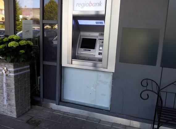 Am Regiobank-Bankomaten haben die Täter eine Abdeckung entfernt.