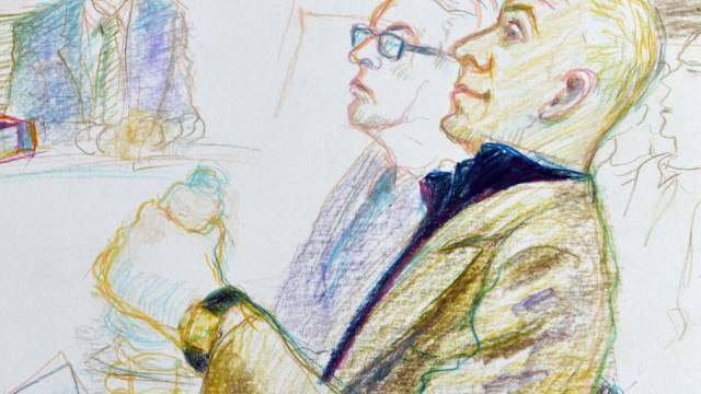 Der Angeklagte, rechts, und sein Verteidiger im Zuger Strafgericht