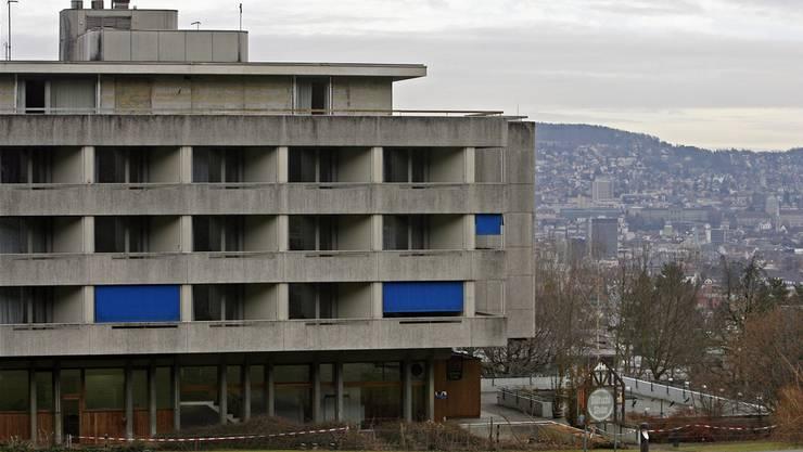 Werner Hofmann will den Betrieb der Studentenwohnungen im ehemaligen Hotel Atlantis auf eine legale Basis stellen.