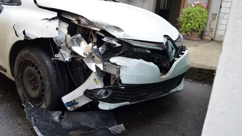 19-Jährige klaut Auto von Mutter und baut Unfall
