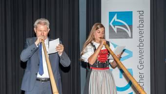 Im Duett mit Alphornvirtuosin Lisa Stoll zeigte Kurt Schmid seine musikalische Begabung.