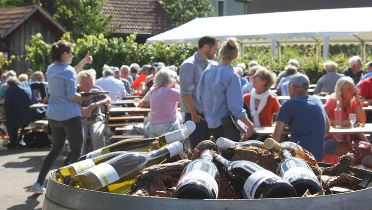 Beim Sauserfest können die Besucherinnen und Besucher den diesjährigen Sauser des Weinguts Haug probieren.