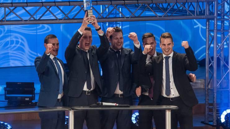 WTT Young Leader Award 2019: Sieger in der Kategorie Marktforschung ist das Team St. Galler Kantonalbank mit Pascal Koller, Matthias Bleiker, Adel Fazlic, Yves Grundlehner und Benjamin Hasler. Bild: Lisa Jenny