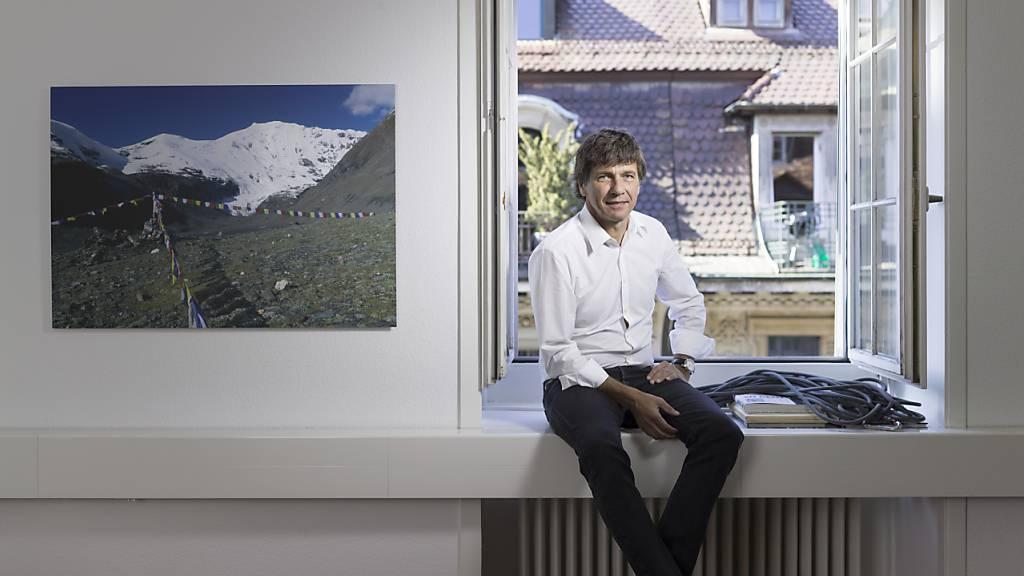 Etwas weniger entspannt aus auf diesem Bild aus dem Jahr 2015 in der Globetrotter-Filiale in Bern: CEO André Lüthi und andere Spitzenvertreter der Reise-, Event- und Schaustellerbranche verlangen eine deutliche Erhöhuung des Härtefallfonds, um die Coronakrise zu überstehen. (Archivbild)