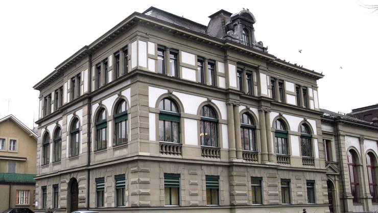 Das Amtsgericht Olten-Gösgen verurteilte den heute 70-Jährigen zu zwei Jahren Freiheitsstrafe bedingt mit einer Probezeit von fünf Jahren.