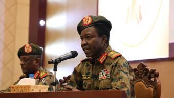 Ein Sprecher des Militärrates im Sudan räumte gewisse Fehler bei der Räumung eines Protestlagers ein.