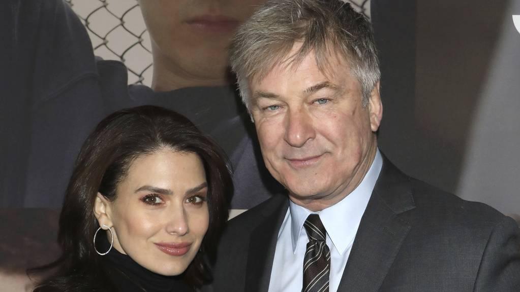 Hilaria Baldwin und Schauspieler Alec sind seit acht Jahren miteinander verheiratet. Doch bevor es 2002 dazu kam, musste sie sechs Wochen auf den ersten Kuss von ihm warten. (Archivbild)