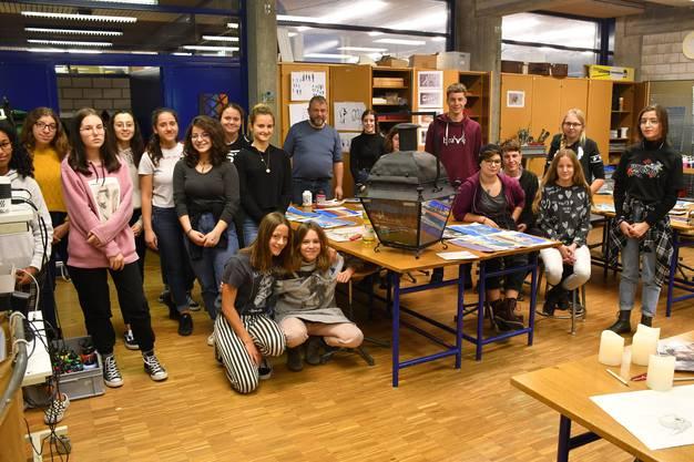 Die Laterne wurde von den Schülerinnen und Schüler aus dem Wahlfach Gestalten der Sekundarstufe I Solothurn fertiggestellt.