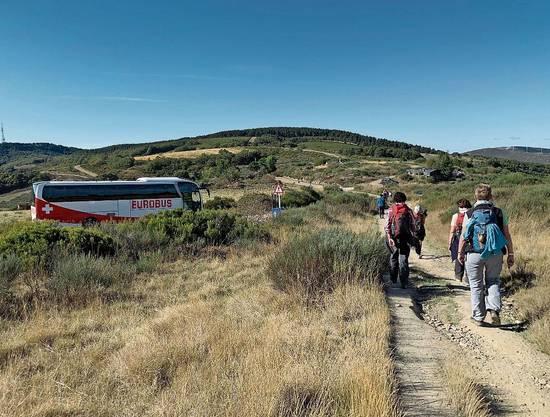 Kurze Wanderungen vermitteln Pilgerfeeling, dann geht's mit dem Bus weiter.