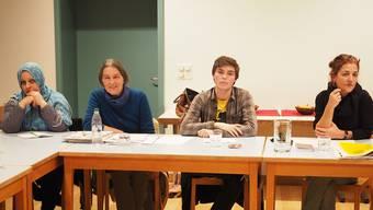 Sie wollen den Flüchtlingen das Leben in Laufenburg verschönern: Tschymen Churschid, Elisabeth Hesse, Benjamin Bieri und Dora Freiermuth (v.l.) von der IG Asyl.