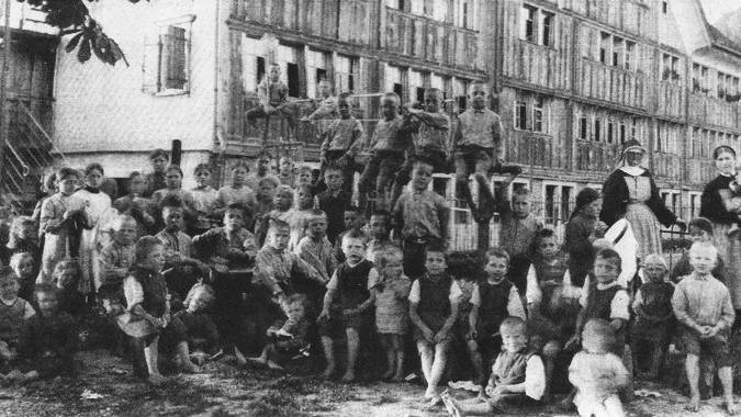 Ein undatiertes Archivbild vom Kinderheim Steig. Teilweise wurden bis zu 60 Kindern nur von wenigen Nonnen betreut.
