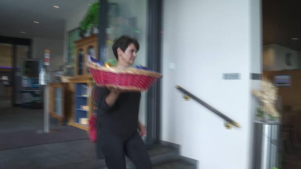 Protestaktion: Freihof verteilt Dubler Mohrenköpfe