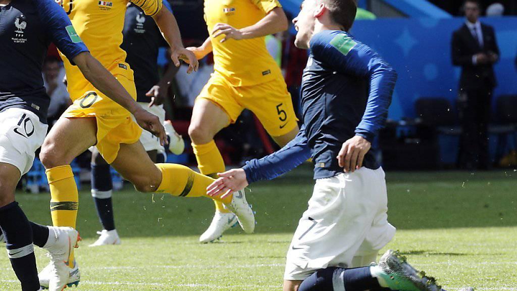 Der erste aktive Entscheid des Video-Schiedsrichters an einer Fussball-WM: Antoine Griezmann wird gefoult