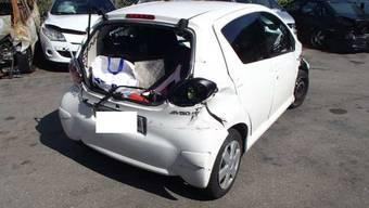 Lieferwagenfahrer wechselt den Fahrstreifen – dann knallts