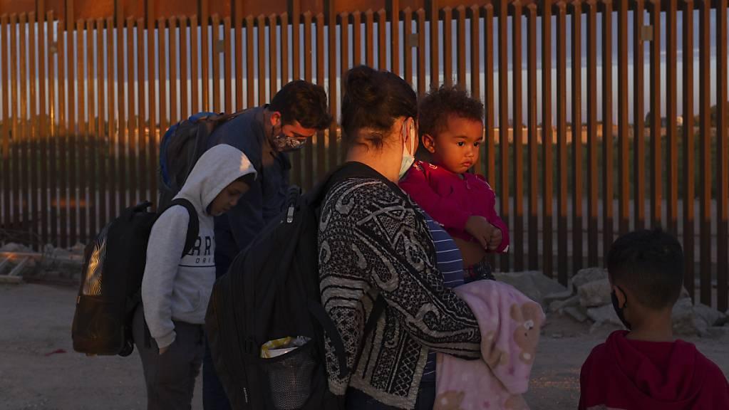 Der texanische Gouverneur Gregg Abbott will die Mauer zwischen den USA und Mexiko weiterbauen. (Archivbild)