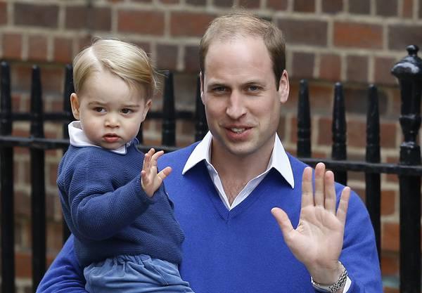 George und Papa William einige Tage nach der Geburt von Schwesterchen Charlotte