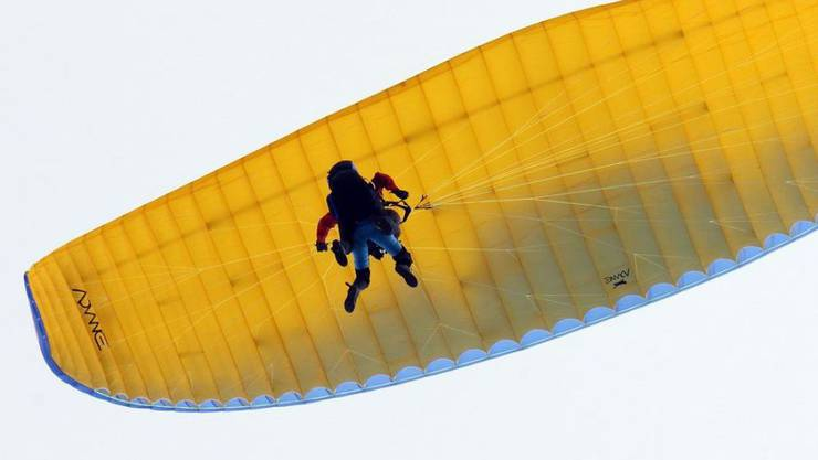 Nach einem tödlichen Unfall am Samstag sind am Sonntag erneut zwei Gleitschirmflieger am Kronberg abgestürzt. Sie überlebten den Absturz verletzt.