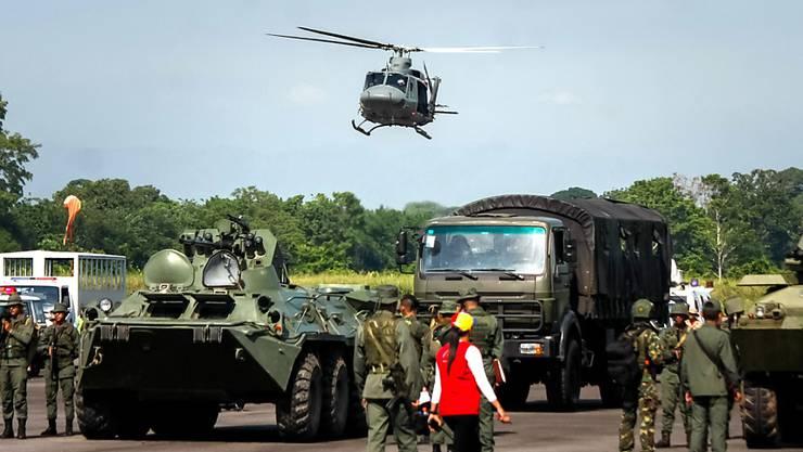 Mitglieder der venezolanischen Armee zu Beginn der Militärübung an der Grenze zu Kolumbien.