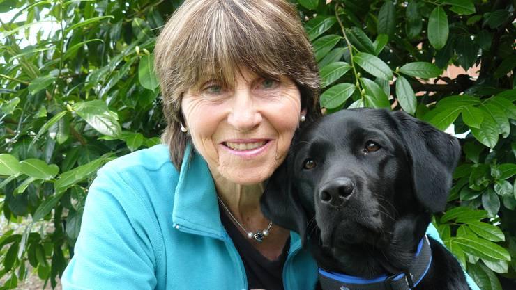 """Hundetherapie mit Peggy Hug und der Hündin """"Nera""""."""