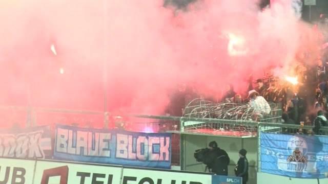 Kapo Aargau greift durch: FCZ-Fans werden rigoros ausgesperrt. Auch FCA-Anhänger, die noch kein Ticket haben, gucken buchstäblich in die Röhre.