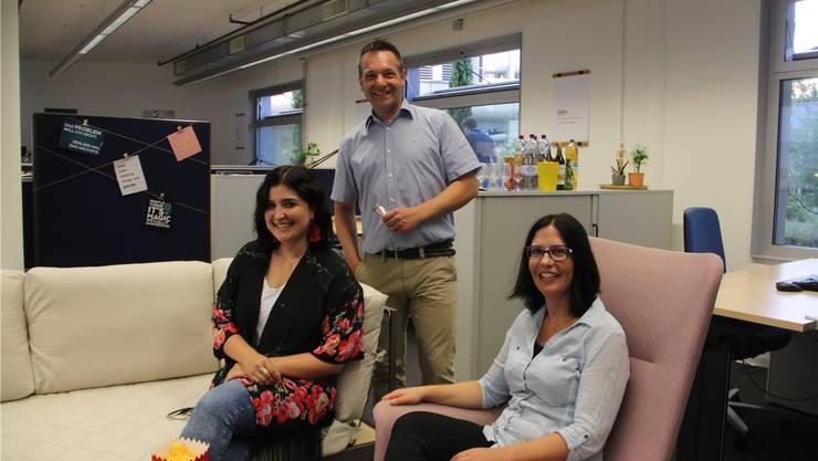 Sonja Schmid (v.l.), Präsident Christian Verhoeven von der Förderstiftung Technopark und Tanja Fries freuen sich auf erste Kunden. Bild: cm