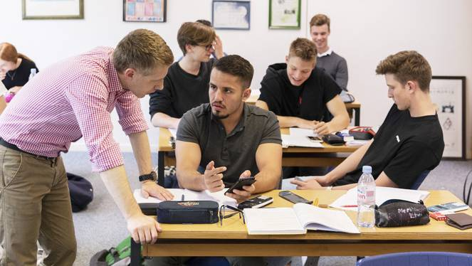 Sind Lehrer endlos diskutierende, klagende Ferientechniker? (Symbolbild)
