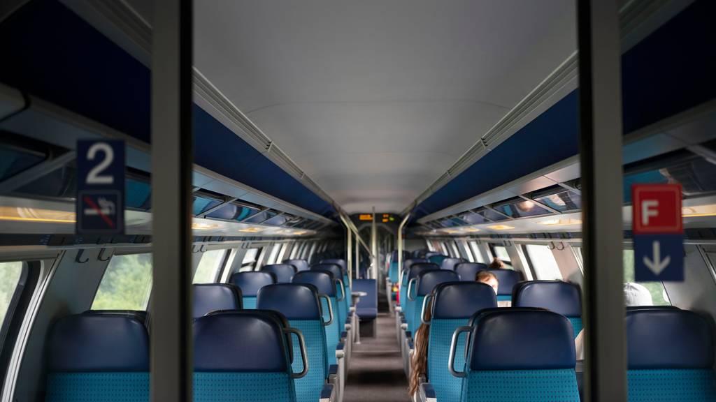 Schulklassen sollen vergünstigt mit dem öV reisen können, fordert die KVF-N. (Symbolbild)