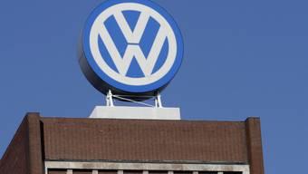 VW steht nach eigenen Angaben im Abgas-Skandal vor einem Vergleich mit dem US-Justizministerium. Demnach zahlt der deutsche Autobauer eine Strafe über 4,3 Milliarden Dollar. (Archiv)