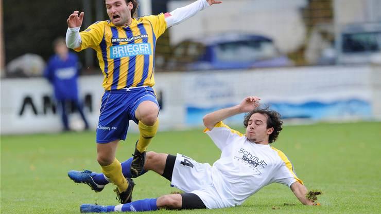 Mussten in der 2. Liga interregional untendurch: FC Oberdorf mit Emanuele Papale, hier gegen Langenthals Davide Pallas.