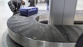 Ein kleines Mädchen stürzte am Dienstagabend in der Nähe eines Rollbands am Flughafen Zürich und zog sich schwere Beinverletzungen zu. (Symbolbild)