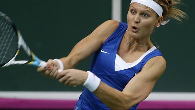 Linkshänderin Lucie Safarova mit der beidhändigen Rückhand.