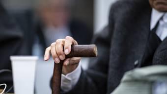 Der angeklagte 94-jährige ehemalige SS-Wachmann am Dienstag vor dem Gericht in Münster.