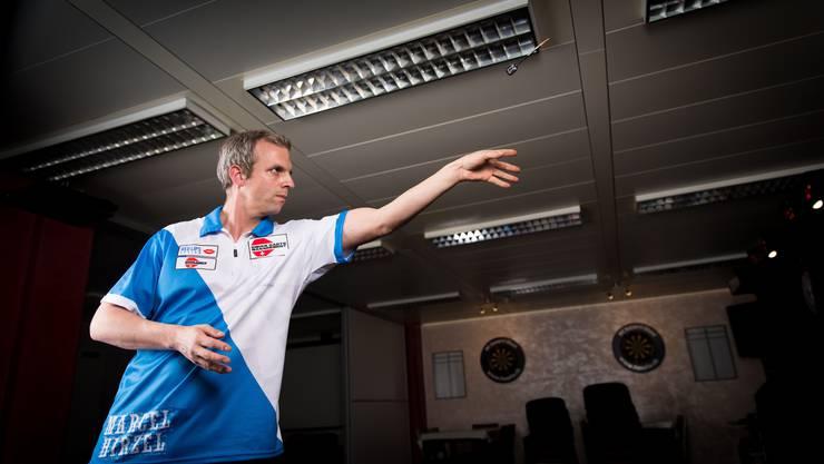 Heimspiel für den Fahrweider Dart-Champion Marcel Hirzel.