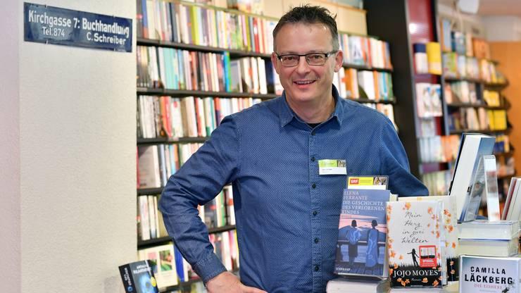 Urs Bütler von der Buchhandlung Schreiber in Olten glaubt, dass eine Buchhandlung nicht von gebundenen Buchpreisen abhängig sein darf.
