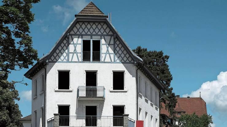 Das Gebäude am Bahnhofplatz 1 in Dietikon muss der Limmattalbahn weichen.