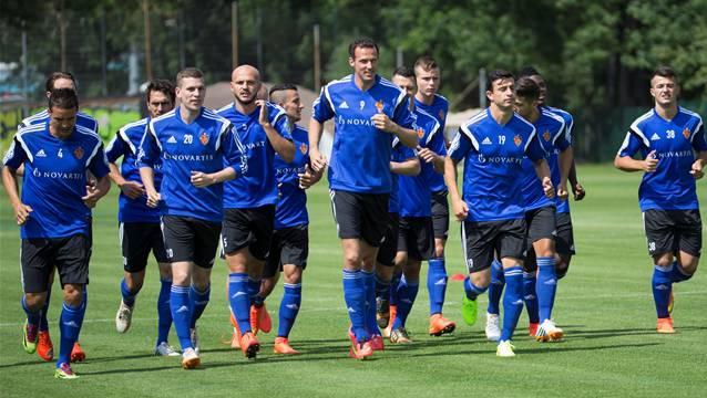Die FCB-Spieler laufen locker der Saison 2014/2015 entgegen.
