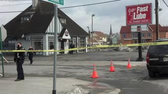 Polizeiabsperrungen nach einem Blutbad in der Ortschaft Herkimer im Bundesstaat New York