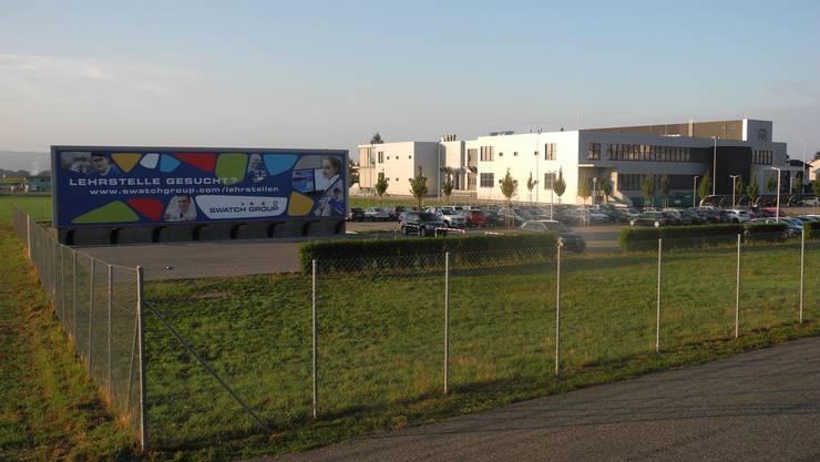 Lehrlinge gesucht: Riesenplakat bei der 2013 an der Flughafenstrasse eröffneten «Zifferblattfabrik».
