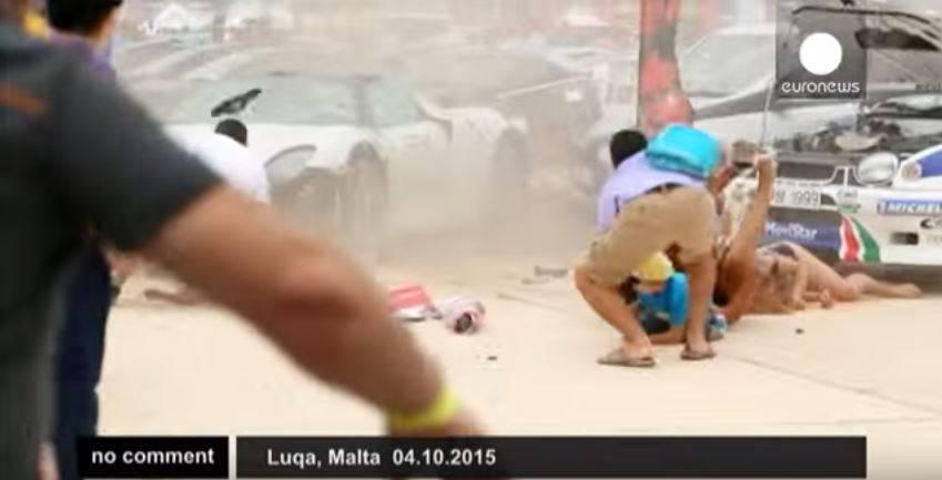 Albtraum: Porsche rast bei Autorennen in Menschenmenge