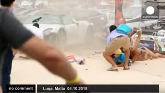 Die Luxus-Autos waren für einen guten Zweck unterwegs. Doch dann wurden 28 Personen verletzt, als ein britischer Geschäftsmann mit seinem Porsche von der Rennstrecke abkam und in die Zuschauer schleuderte.