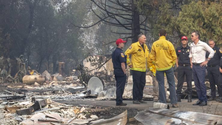 Entwarnung von Behörden: Erste Anwohner in den von Bränden betroffenen Gebieten in Kalifornien können wieder in ihre Häuser zurückkehren.