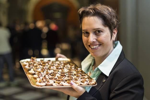 Nationalraetin Isabelle Chevalley, GLP-VD, lancierte das Insekten-Apéro.