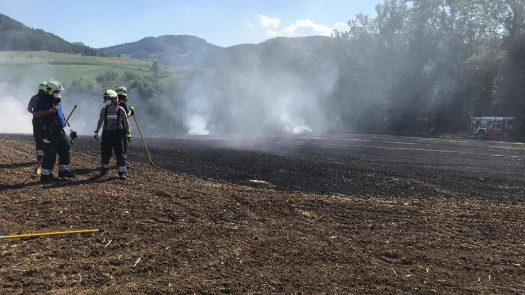 Ein Hektar grosses Stoppelfeld abgebrannt