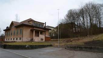 Die südöstliche Ecke (links im Bild) des Fama-Gebäudes wird beinahe identisch zur Ecke des neuen Schulhauses sein.