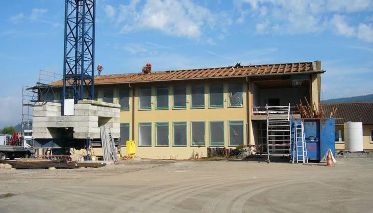 September 2013 Das Material für den Umbau des Schulhauses Hüslerberg steht bereit