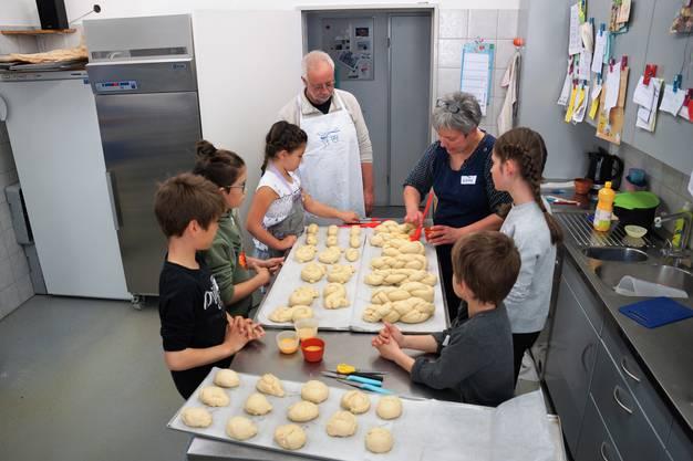 Der Ferienpass Region Brugg bietet diverse Kurse für Kinder während den Frühlingsferien an. Einer davon war das Brotbacken.
