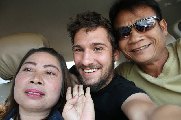 Von Vientiane nach Grenze Thailand: Komtan Tiravan ist Laote, seine Frau Lati Thailänderin. Sie bringen mich an die Grenze.
