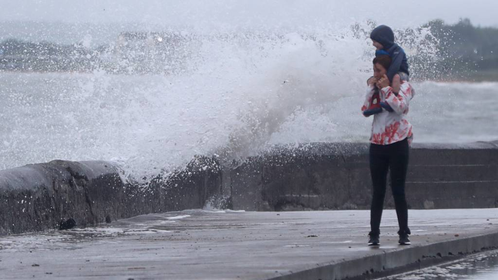 200'000 Haushalte wegen Sturm ohne Strom